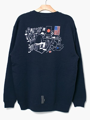 CHARI&CO(チャリアンドコー)/ CHARI&CO × HANAI YUSUKE MECHANIC SPACE CREWNECK SWEATS -NAVY-