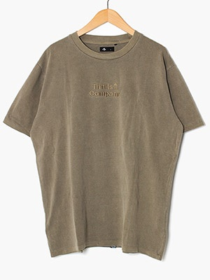 THRILLS(スリルズ)/ TONAL STACKED THRILLS COMPANY MERCH FIT TEE -DESERT-